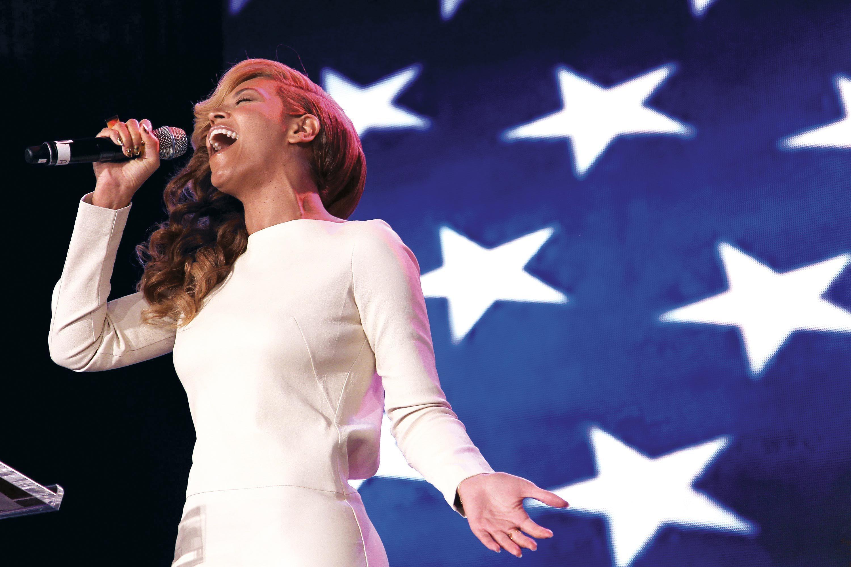 Beyoncé chantant l'hymne national américain