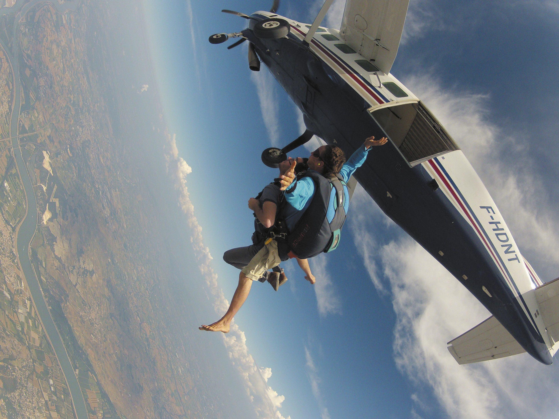 Ex. 7 Un saut en parachute