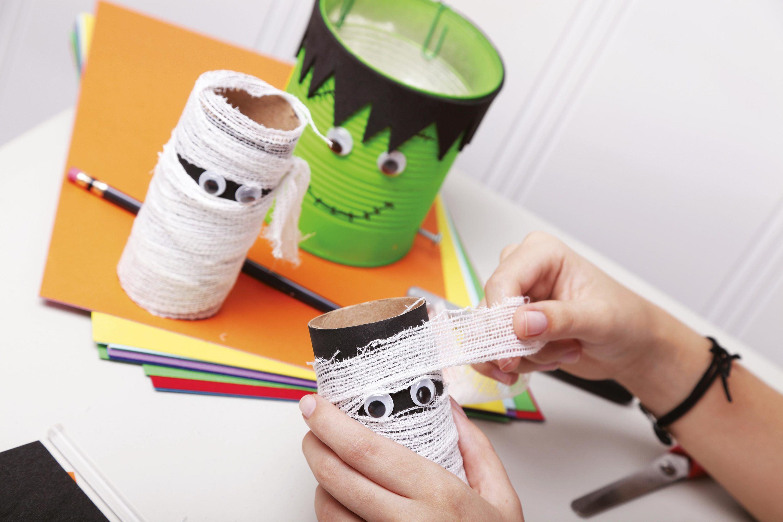 Monstres en matériaux recyclés.