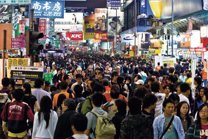 Une rue commerçante de Hong Kong