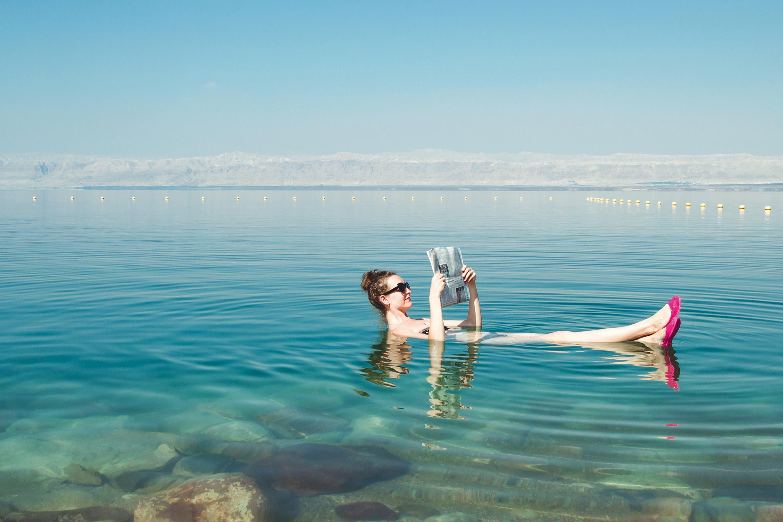 Baigneuse dans la Mer Morte.