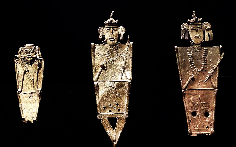 Statuettes en alliage d'or, de cuivre et d'argent.