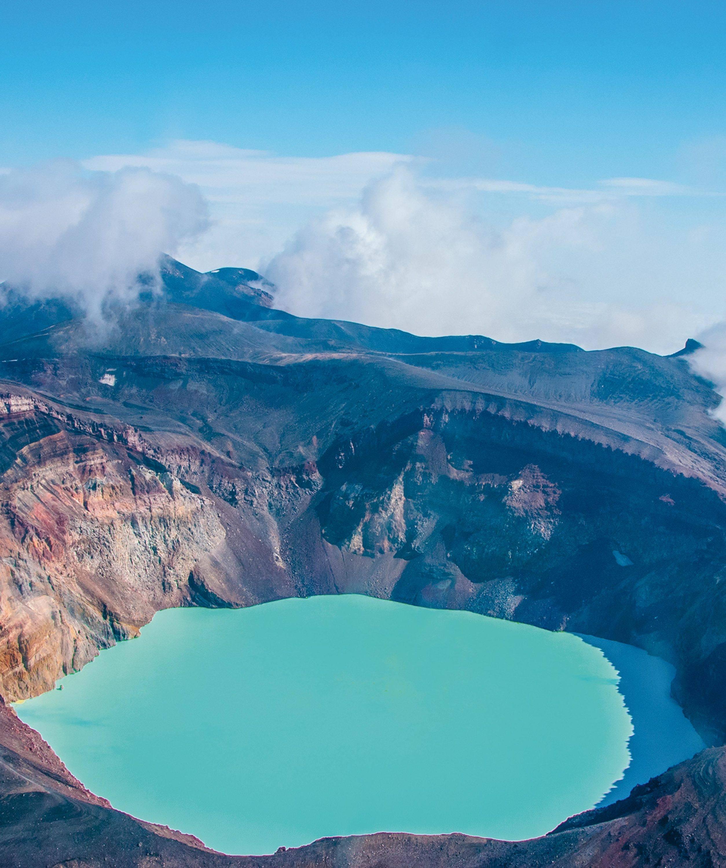 Le lac acide de Kamtchatka, en Russie.