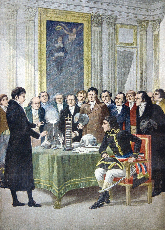 Volta présente son invention à Napoléon Bonaparte.