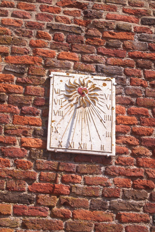 Le cadran solaire.