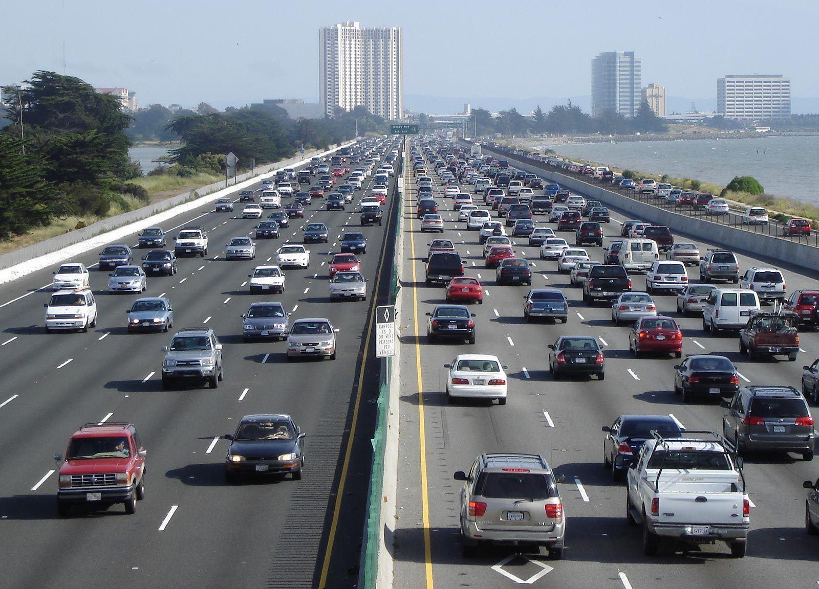 Une autoroute bondée.