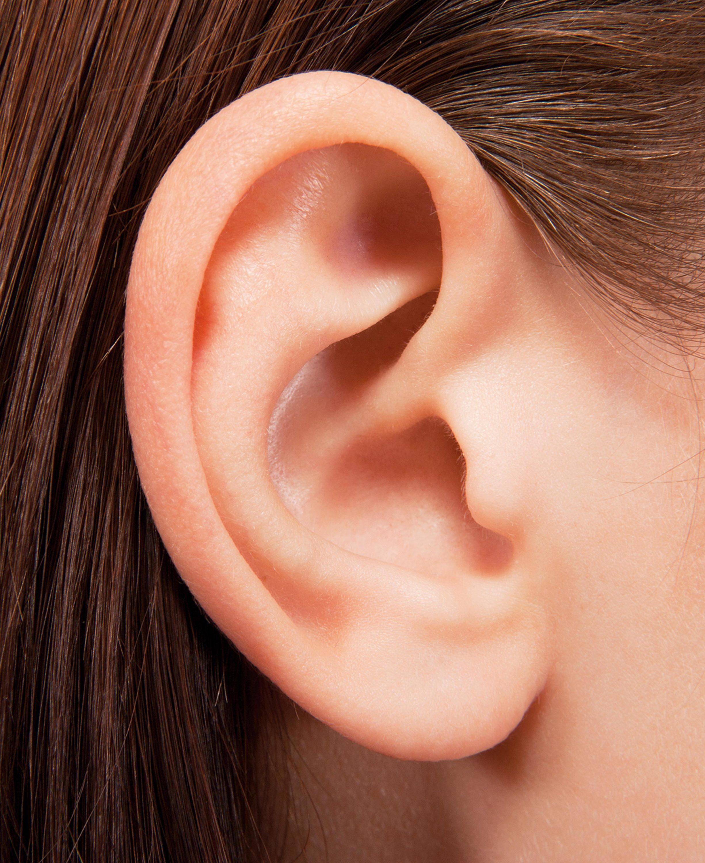 Un lobe d'oreille libre.