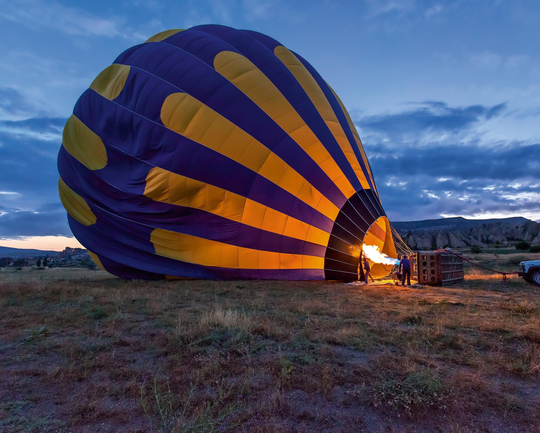 Le décollage d'une montgolfière.