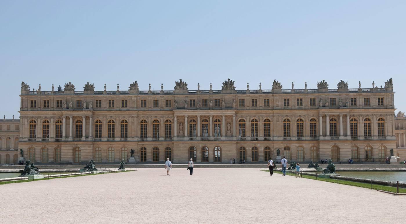 La fa ade du ch teau de versailles vue des jardins - Jardin du chateau de versailles gratuit ...