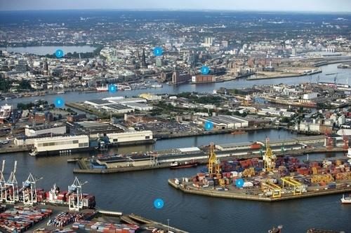 Vue du port et de la ville de hambourg for Piscine du port marchand